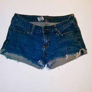 Bullhead cutoff shorts